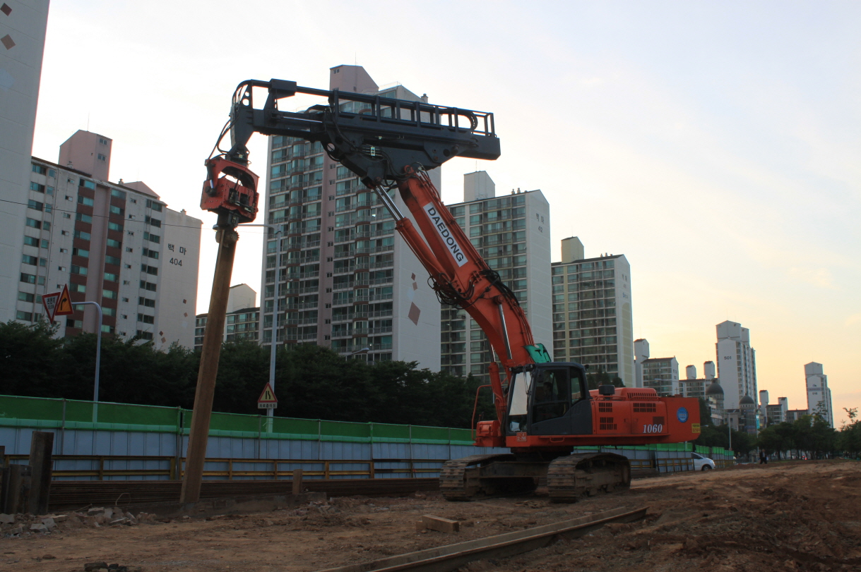 DAEDONG ENG  For Piling & Rock Demolition Attachments, Pile